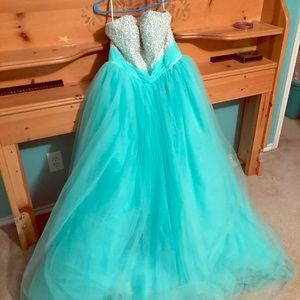 Ball gown/ prom dress